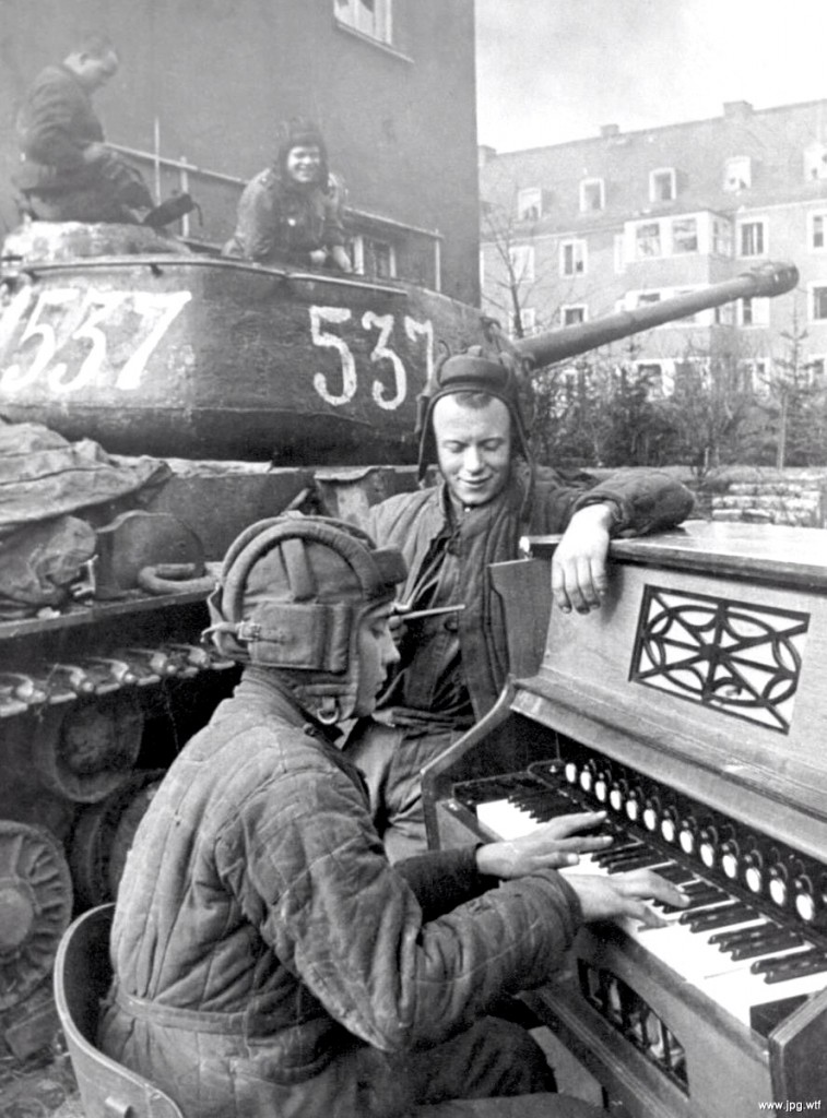 the-musical-moment-russian-tank-crew-in-breslau-poland-1945